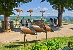 Die Herde / The flock (schreibtnix) Tags: reisen traveling frankreich france domme bastide tal valley landschaft landscape lavalledeladordogne kunst art skulptur sculpture menschen people olympuse5 schreibtnix