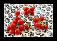 "TOMATES CHERRY (CODIGO DE LUZ ""El Fotgrafo"") Tags: tomates tomato cherry fotografiacercana pgutierrez pepegutierrez codigodeluz stilllife"