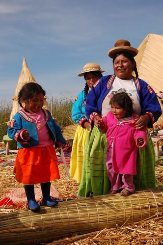 """Peru - Puno - pływające wyspy na jeziorze Titicaca - lud Uros <a style=""""margin-left:10px; font-size:0.8em;"""" href=""""http://www.flickr.com/photos/125852101@N02/15918667054/"""" target=""""_blank"""">@flickr</a>"""