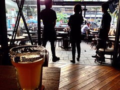 We Wait To Serve (jcbkk1956) Tags: beer thailand bars bangkok hoegaarden waiters contrejour barstaff hobs thonglo contrejoure iphone5