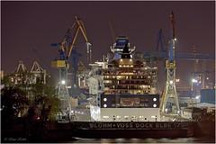 Elbe 17 (Klaus Kehrls) Tags: dock hamburg hafen industrie hambourg elbe schiffe hamburgerhafen blohmvoss nachtaufnahmen krähne