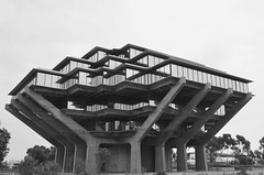(suitoffexpo) Tags: sandiego california university architecture streetphotography street library blackwhite upshot grey bw ucsd