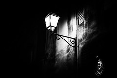 the light in the darkness (Sandy...J) Tags: street city italien light urban bw italy white black wall night dark mono licht blackwhite nikon noir darkness nacht wand streetphotography atmosphere stadt sw monochrom atmosphre stimmung dunkelheit schwarzweis d5200 strasenfotografie