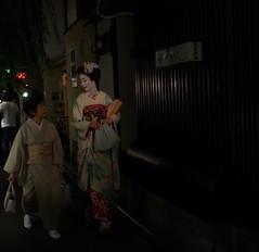 Fantastic Maiko, Kyotonokton17.5mmf0.95 (gotto510) Tags: fantasticmaiko moment excitement ghost japan japanese japo japn japon japannight night nokton175mm nokton175mmf095 street snapphoto shooting sexy snap photographstreet photo photography photos leica olympus omdem5 omd kyoto kool kimono       voigtlndercosina
