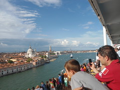 Vista de Venecia desde el Costa Fascinosa/View of Venice from Costa Fascinosa, Italy  www.meEncantaViajar.com (javierdoren) Tags: italien cruise venice light summer vacation people italy color colour luz veneza fun cool holidays europa europe italia estate view gente sommer sunny tourists verano vista vero cruzeiro t venise venecia venezia venedig italie crociera venetie gens itlia italians sommar turistas crucero italiani italianos croisire veneto soleado veneti venit venessia vneto vacacin vneto esto costafascinosa dasitalien