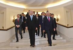 CHP LIDERI BASBAKAN YILDIRIM ILE GORUSTU (FOTO) (CHP FOTOGRAF) Tags: siyaset sol sosyal sosyaldemokrasi chp cumhuriyet kilicdaroglu kemal ankara politika turkey turkiye tbmm meclis basbakan binali yildirim cankaya kosk