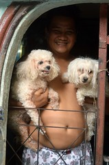 man in the doorway with his dogs (the foreign photographer - ) Tags: aug142016nikon smiling man two dogs khlong bang bua portraits bangkhen bangkok thailand nikon d3200
