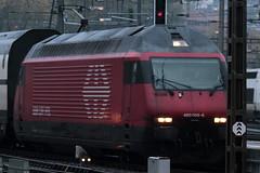 SBB Lokomotive Re 460 065 - 6 mit Taufname Rotsee ( Hersteller SLM Nr. 5542 - ABB - Inbetriebnahme 1993 ) am Bahnhof Bern im Kanton Bern der Schweiz (chrchr_75) Tags: albumzzz201610oktober christoph hurni chriguhurni chrchr75 chriguhurnibluemailch oktober 2016 hurni161018 bahn eisenbahn schweizer bahnen zug train treno albumbahnenderschweiz2016712 albumbahnenderschweiz schweiz suisse switzerland svizzera suissa swiss re460 re 460 albumsbbre460 sbb cff ffs schweizerische bundesbahn bundesbahnen lok lokomotive chrchr chrigu