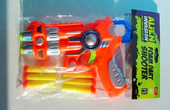 Alien Invasion Only You Can Save Us Foam Dart Shooter By ITP Imports Alien FX Industries Toy Bank England - 2 Of 7 (Kelvin64) Tags: alien invasion only you can save us foam dart shooter by itp imports fx industries toy bank england