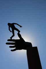 Contraluz (AyaxAcme) Tags: europa europe sweden stockholm schweden sverige scandinavia hdr estocolmo suecia liding millesgrden handofgod carlmilles skulpturen escandinavia olgamilles tonemapped skulpturpark gudshand eos60d stockholmcard hdrworldsweden