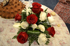 Roses (Norah_Studio) Tags: red roses white green nature colors beautiful leaves cake table nikon chocolate decoration spike redroses whiteroses tabledecorations partydecoration d5100 nikond5100 d5100nikon spikechocolatecake