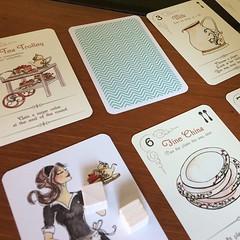 Elevenses - เกมแข่งกันเตรียมเซ็ตชากับของว่าง high tea แบบอังกฤษ น่ารักและเพลินดี ใครสะสมก้อนน้ำตาลได้อย่างน้อยเจ็ดก้อนก่อนเป็นผู้ชนะ แต่ละตาเราจะง่วนอยู่กับการค้นหาวิธีลงไพ่ลงมาให้ถูกลำดับ หรือไม่ก็แกล้งเพื่อนพอหอมปากหอมคอ จะสั่นกระดิ่งเป็นสัญญาณนับคะแนนไ