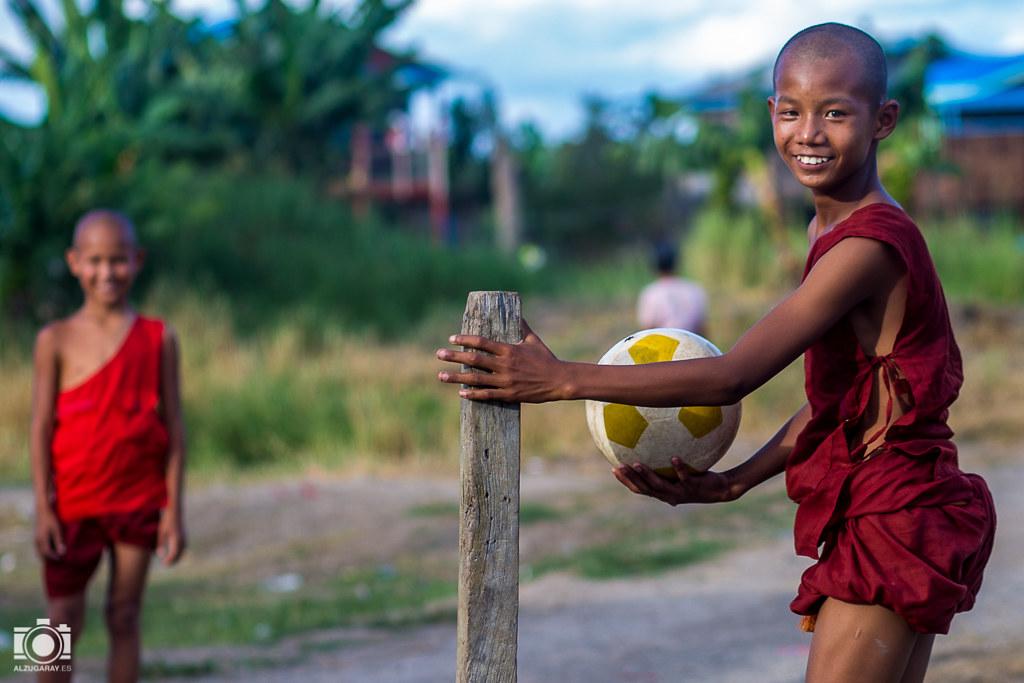 Fútbol en el monasterio