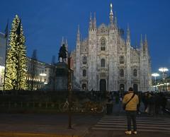 Milano natale (pineider) Tags: italy milan waiting europa europe italia euro milano topless effort emptiness attesa vuoto