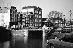 AMSTERDAM 1976 (streamer020nl) Tags: bridge holland netherlands amsterdam hotel canal nederland prinsengracht nl brug 1976 niederlande gracht leidsegracht leidse