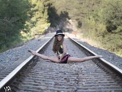 spagat (:) vicky) Tags: valencia tren atardecer flickr olympus vicky va visionario spagat olympusdigitalcamera vickyepla flickrvicky