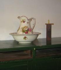 Porcelana (leograttoni) Tags: stilllife buenosaires candle interior basin bodegn jar museo vela porcelana jarra naturalezamuerta palangana chascoms