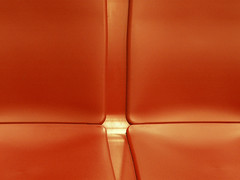 Red seat (Marie Kappweiler) Tags: austria vienna wien vienne ubahn tube mtro rouge rot red indoor unicolor leer empty vide