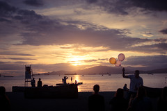 Sunset with Balloons. (camiladellnogues) Tags: sky sunset door cloud outdoor dusk balloon man people beach vancouver kitsilano 35mm nikond7200 d7200 nikon purple yellow contrast sea ocean