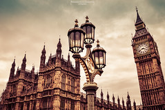 What time is it? (Mariano Colombotto) Tags: london londres westminsterpalace westminster palace palacio palaciodewestminster bigben greatbell tower torre nublado cloudy nubes clouds lamppost farola travel travelphotography tourism turismo nikonphotography nikon nikond3300 unitedkingdom uk reinounido inglaterra england theparliament