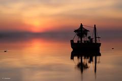 der kleine alte Fischkutter (H. Eisenreich) Tags: eisenreichhans fujifilm xt1 silhouette sunset beach strand fishing boat reflection spiegelung fischkutter boot fischen model souvenir fischerboot barco barcodepesca bokeh