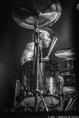 Blinkers 182 (Priscila de Cássia) Tags: drum drummer blackandwhite nikon nikond90 hardcore music musician portrait concert show stage musicphotography band blink182 hdr contrast blinkers182