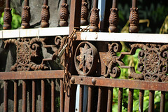 Le temps pass (hans pohl) Tags: portugal lisbonne doors portes fer forg rouille
