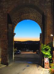 sunset Assisi (lancierebianco) Tags: assisi porta tramonto sunset