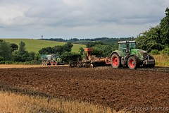Big staff! (29.Nord Photos) Tags: tracteur claas fendt axion vario 930 920 29 canon eos 600d landscape paysage campagne rural tractor traktor finistre bretagne bzh soil terre cover crop