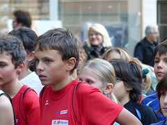 Waiting (Cavabienmerci) Tags: boy sports boys sport youth race children de schweiz switzerland la à child suisse running run course runners pied runner ville vevey vieille 2014 läufer lauf coureur coureurs