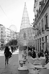 DSC_5357 copia (Cazador de imgenes) Tags: madrid street espaa sun sol photo spain puerta nikon iii centro streetphotography 15 carlos rey reloj streetphoto espagne spanien spagna spanje spania  2015 spange d7000
