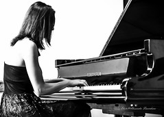 The soul of the music ... (alessandrafinocchiaro67) Tags: portrait music woman white black art monochrome beauty piano fx nicefeelings nikonflickraward nikond750