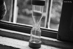 El tiempo no se detiene. (spawn5555) Tags: tiempo reloj arena cotidiano casa home objeto nikon d3000