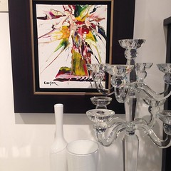 Looking for new discoveries at @lasvegasmarket next week to replace favourites like this @badashcrystal candelabra. A #charlescarson painting is the perfect backdrop to these gorgeous pieces. #ininglewood #yycstyle #yycdesign @coresdaterra (Luxury Home Decor) Tags: lemonceillo lemonceillohome home luxury decor luxurydecor homedecor decorating homedecorating inspiration interiordecor interiordecorating rooms roomdecor homeaccents