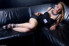 IMG_7770 (m.acqualeni) Tags: en sexy de glamour noir robe yeux bleu manuel blonde soire manu fille fond canap photographe cuir bleus dcollet acqualeni