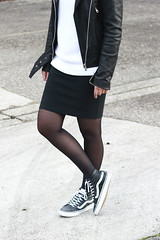 Outfit-vans-sk8-hi-leather-black-chicks-on-kicks (www.shoutouttoyou.com) Tags: inspiration monochrome fashion outfit style skirt simplicity vans trend minimalist zara leatherjacket streetwear blackleather streetstyle vanssk8high fashionblogger ombrehair blackwhiteoutfit goosecraft