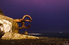 Peine de los Vientos (+Qunaimagen) Tags: sea sculpture night de photography noche mar los san waves darkness sebastian escultura nocturna olas donostia fotografía peine vientos
