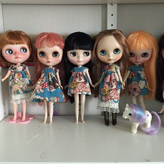 My entire doll family is gonna be wearing the same dress soon. #blythe #blythedoll #sewing