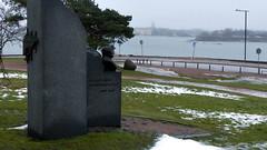A view from Nordenskild's statue to Suomenlinna (Helsinki, 20150101) (RainoL) Tags: winter statue finland geotagged helsinki january u helsingfors fin kaivopuisto suomenlinna sveaborg uusimaa 2015 brunnsparken nyland nordenskild 201501 20150101 geo:lat=6015415888 geo:lon=2495634557