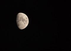 Waxing Gibbous Moon and Aldebaran 29 Jan 2015 (Sculptor Lil) Tags: moon london astrophotography handheld waxinggibbous aldebaran canon700d dslrsingleexposure