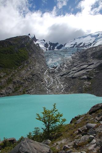 "Lago del Desierto - lodowiec Huemul <a style=""margin-left:10px; font-size:0.8em;"" href=""http://www.flickr.com/photos/125852101@N02/16539803712/"" target=""_blank"">@flickr</a>"