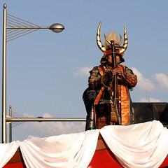 trial shooting with harquebus, Midosuji Parade 2004 (jtabn99) Tags: japan gun armor osaka samurai  midosujiparade  harquebus