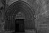 Puerta Iglesia Ujué (Garimba Rekords) Tags: blanco arquitectura y negro pueblo iglesia bn castillo navarra ujué