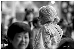 SHF_1630_silver-haired (Tuan Ru) Tags: portrait blackandwhite bw white black smiling canon hongkong 50mm women 100mm 1d tuan 135mm 70200mm 2016 2470mm 14mm canon1d hongkongdisneyland canoneos1dmarkiii 1dx silverhaired en 1dmarkiii chndung ru entrng envtrng canoneos1dx tcbc tuanrau
