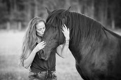 Bea&Moca (tamara.lsanchez) Tags: caballo horse horsephotography equus equine ecuestre equestrian cheval pferde cabalo fotografiaecuestre galicia blancoynegro blackandwhite bn bw beso kiss naturaleza nature