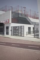 Centrico. (elojeador) Tags: fachada edificio red acera cemento carrilbici lnea ego centrodeportivoego centrodeportivo gimnasio pista pistadepdel pdel latra elojeador