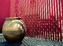 Golden Moment (Zee Jenkins) Tags: dogpatchphotowalk urn gold red vase contrast