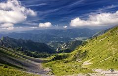 uno sguardo all'infinito (mirkopizzaballa) Tags: nikon nikond7200 colori cielo nubi sole paesaggi montagna prati roccia sassi monti salita pianura panorama spettacolo sguardo
