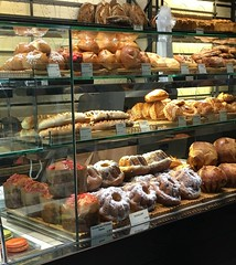 Paris (chez loulou) Tags: boulangerie bread brioche croissants bakery paris france kugelhopf