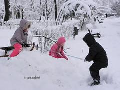 Winter in Bucharest (cod_gabriel) Tags: winter iarna iarn romania roumanie romnia bazilescu parcbazilescu bucureti bucuresti bucharest bukarest boekarest bucarest bucareste kids son sohn fiu fils figlio hijo filho parc park snow zapada zpad